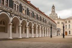 Gammal borggård i mitten av Dresden royaltyfria foton