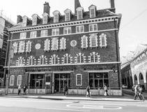 Gammal brandBrigate station på den Waterloo vägen i London - LONDON - STORBRITANNIEN - SEPTEMBER 19, 2016 Royaltyfria Foton