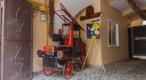 Gammal brandlastbil i BraÅŸov Arkivbilder