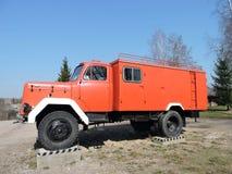 Gammal brandlastbil, Litauen Arkivbild