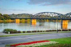Gammal bro över Vistula River i Torun Arkivbilder