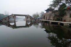 Gammal bro av Lukong den forntida staden, porslin royaltyfri bild
