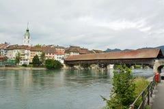 Gammal bro av trä royaltyfri bild
