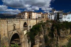 Gammal bro i den Ronda staden Andalusia Royaltyfri Bild
