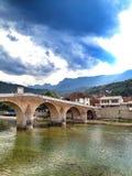 Gammal bro i Konjic, Bosnien och Hercegovina Royaltyfria Bilder