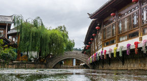 Gammal bro i Lijiang Royaltyfria Foton