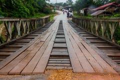 Gammal bro i Loas träblandat stål Royaltyfri Fotografi