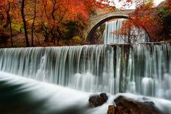Gammal bro i Trikala Grekland Royaltyfri Fotografi