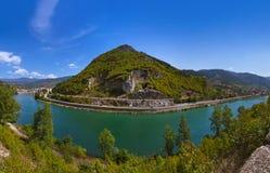 Gammal bro på den Drina floden i Visegrad - Bosnien och Hercegovina arkivbild