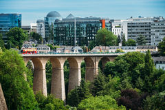 Gammal bro, Passerelle bro eller Luxembourg Royaltyfria Bilder