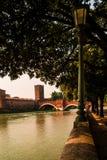 Gammal bro verona Royaltyfri Bild