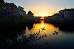 Gammal broFlorence solnedgång II arkivfoton