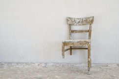 gammal broken stol Royaltyfria Foton
