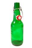 Gammal brun flaska med gungaöverkanten Arkivfoto