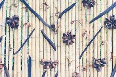 Gammal brun textur för staket för signalbambuplanka för bakgrund royaltyfria foton