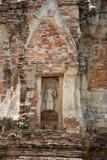 Gammal bruten buddha staty Royaltyfria Bilder