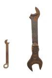 Gammal bruten stor skiftnyckel och en liten skiftnyckel Arkivfoto