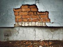 Gammal bruten vägg Arkivfoto
