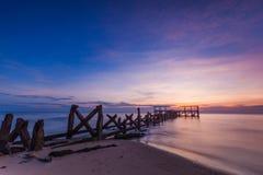 Gammal bryggapranburi Royaltyfri Fotografi