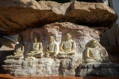 Gammal buddha bild på vagga Royaltyfri Fotografi