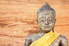 Gammal Buddha och gammal wood bakgrund Fotografering för Bildbyråer