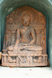 Gammal buddha staty i tempelphayaoen, Thailand Arkivfoto