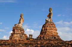 Gammal buddha staty och tegelsten Royaltyfria Bilder