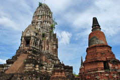 Gammal Buddhapagod i Thailand Fotografering för Bildbyråer
