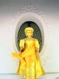 Gammal Buddhastaty i phraen Pathom Chedi Arkivfoto