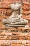 Gammal Buddhastaty på Wat Chaiwatthanaram Ayutthaya, Thailand Arkivfoton