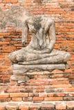 Gammal Buddhastaty på Wat Chaiwatthanaram Ayutthaya, Thailand Arkivbild