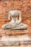 Gammal Buddhastaty på Wat Chaiwatthanaram Ayutthaya, Thailand Fotografering för Bildbyråer