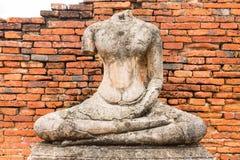Gammal Buddhastaty på Wat Chaiwatthanaram Ayutthaya, Thailand Royaltyfri Foto
