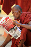 Gammal buddistisk munk i Mandalay Arkivbilder