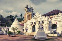 Gammal buddistisk tempel i Dickwella, Sri Lanka fotografering för bildbyråer
