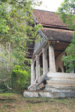 Gammal buddistisk tempel i Luang Prabang royaltyfri foto