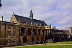 Gammal builing för Cambridge universitet, UK Royaltyfria Bilder