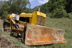 gammal bulldozer Arkivfoto