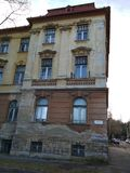 Gammal byggnad av ett övergett barnhem Royaltyfria Bilder