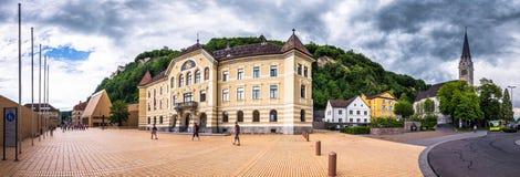 Gammal byggnad av parlamentet i Vaduz, Liechtenstein arkivfoto