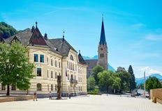 Gammal byggnad av parlamentet i Vaduz, Liechtenstein royaltyfri foto