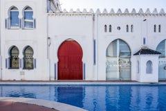 Gammal byggnad, edificiomoruno i gammal lonja i El Grao, maritimt D arkivfoto