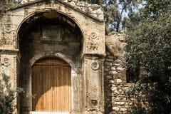 Gammal byggnad, fördärvar, stenhuggeriarbetet, marmor och bysantinskt Fotografering för Bildbyråer
