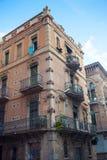 Gammal byggnad i Barcelona Arkivbilder