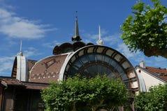 Gammal byggnad i Evian-les-Bains arkivbilder