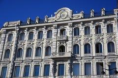 Gammal byggnad i historiskt centrum av St Petersburg, Ryssland royaltyfri fotografi