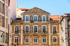 Gammal byggnad i Lissabon, Portugal Arkivbild
