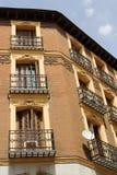 Gammal byggnad i Madrid royaltyfria bilder