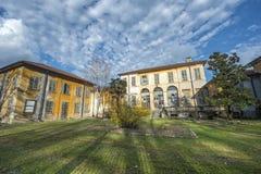 Byggnad i Monzaen parkerar Arkivbild