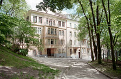 Gammal byggnad i Ukraina, 35mm film Arkivfoto
